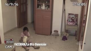 Download Küçük  Kızın Evindeki Kendi Kendine Hareket Eden Eşyalar (Paranormal Olay) Mutlaka İzle