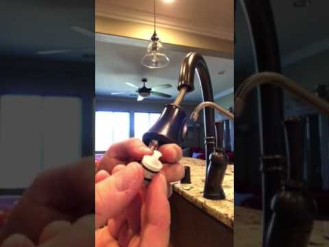 Delta pull down single handle faucet