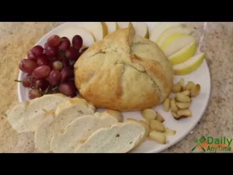 How to Make Baked Brie with Caramelized Onion