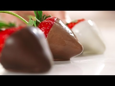 How to Make & Decorate Chocolate Covered Strawberries by Driscoll's Berries
