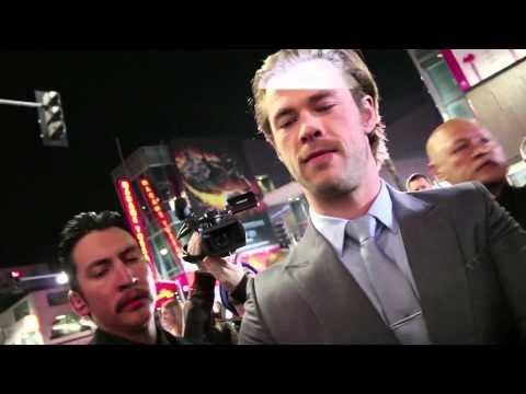 Chris Hemsworth signs autographs & fans go crazy