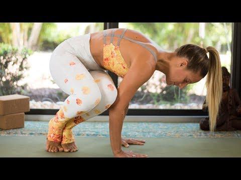 Arm Balance Yoga Flow: Twist + Strengthen into Side Crow Pose