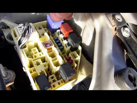 How to change fuses on Toyota Yaris / Echo / Vitz 1999 - 2005