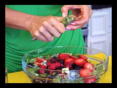 Very Berry Salad: Raw Food Recipe