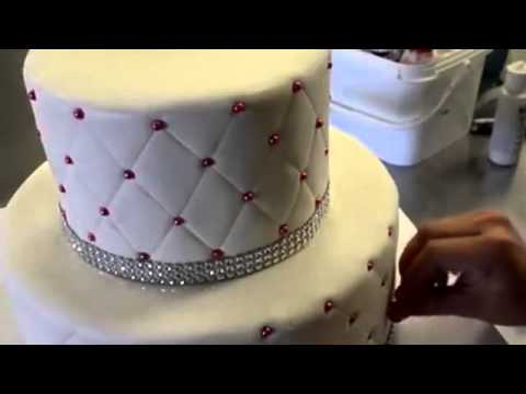 How to make cake How to make Diamond patterns on a tiered Cake