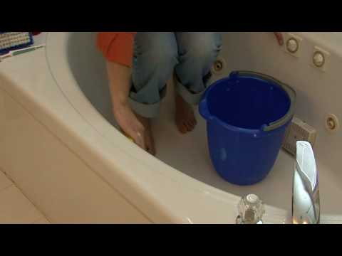 General Housekeeping : How to Clean a Fiberglass Tub