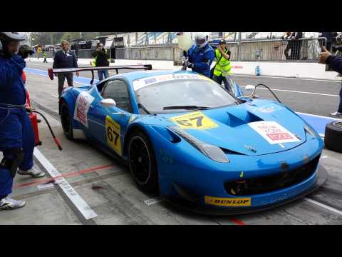 Ferrari 458 Italia GT3 - tyres change and refueling during the endurance race