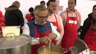 #x202b;شاهد: طهاة مطاعم فاخرة في بروكسل يطعمون المشردين#x202c;lrm;