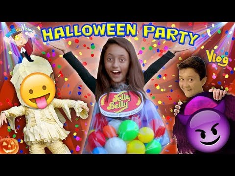KIDS HALLOWEEN PARTY w/ Costume Contest! FUNnel Vision Gets Spooky (2016 Holiday Vlog)