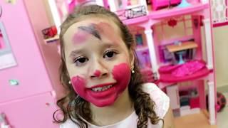 Valentina Brincando Com A Maquiagem Da Mamãe  Kkkkk