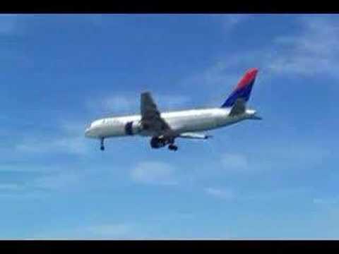 DL Boeing 757-200 lands in Aruba