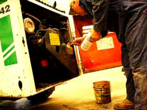 Changing the Hydraulic oil filter on the Bobcat 642