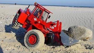 Rc Wheel Loader In Sand Storm | Radlader O&k L25 Von Tobias Braeker Im Sandsturm