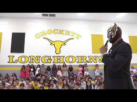WWE wrestler Sin Cara visits Crockett