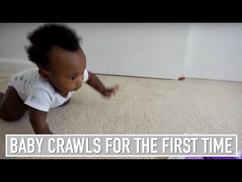 BABY CRAWLS FOR THE FIRST TIME!!! - vlog #45
