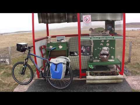 GO BIKE HOME 2013: Arrêt de bus amménagé de Baltasound, SHETLAND, Unst