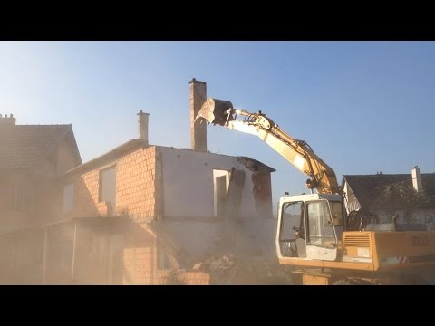 Demolition of house with LIEBHERR 900 Litronic